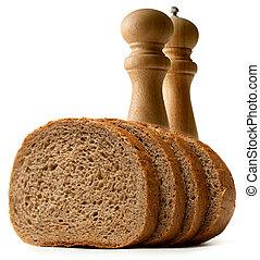Slices de pan con sal y pimienta