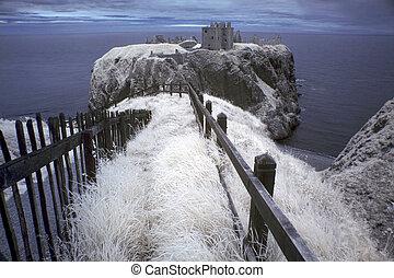 sobre, fortaleza, dunnottar, north-east, escocia, arruinado, costa, castillo, promontorio, localizado, medieval, gb, rocoso