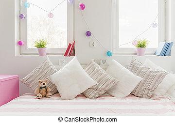 sofá cómodo blanco