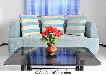 Sofa y almohadas