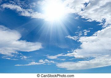 Sol brillante y nubes