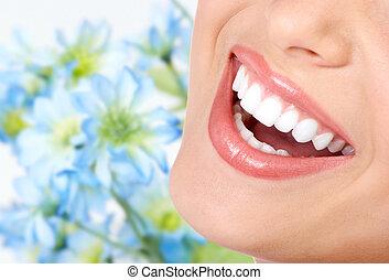 Sonríe y dientes sanos.