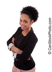 Sonriendo afroamericana con brazos cruzados