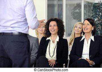 sonriente, orador, escuchar, equipo negocio