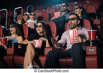 Sorprendido público viendo 3D