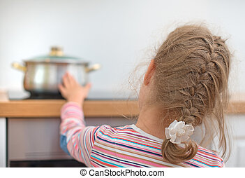 stove., niña, poco, caliente, toques, peligroso, situación, cacerola, home.