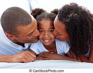 su, hija, besar, amoroso, padres