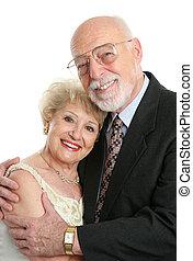 Sucesiva pareja de ancianos enamorados