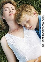 sueño, hijo, aire libre, acostado, madre