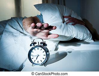 sueño, temprano, reloj, hombre, mañana, perturbado, alarma