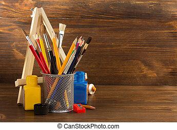 Suministros de pintura en madera