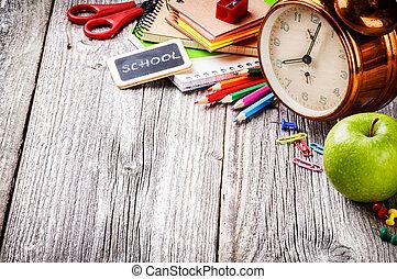 Suministros escolares coloridos