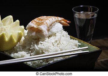 Sushi de camarón en un tazón de arroz