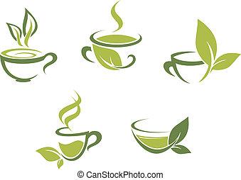 Té fresco y hojas verdes