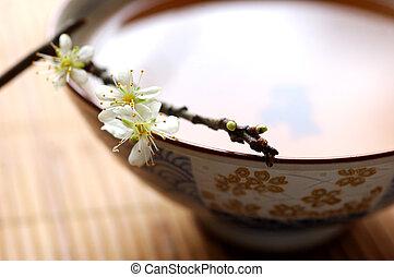 Té y ciruela floreada