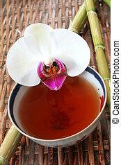 Té y orquídea