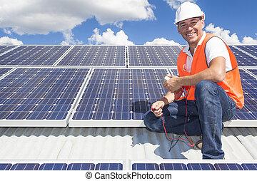 Técnico de panel solar