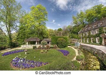 Típico de los cotswolds jardines en Bibury