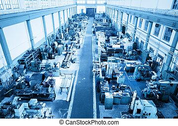 Taller de industria pesada, fábrica. Máquinas CNC. Vista aérea.