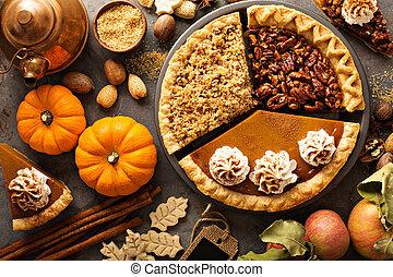 Tartas tradicionales de otoño calabaza, nuez y pastel de manzana