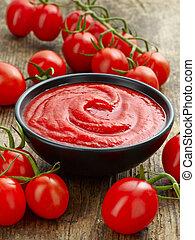 Tazón de salsa de tomate o ketchup