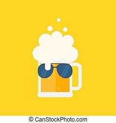 Taza de cerveza con espuma y gafas de sol.