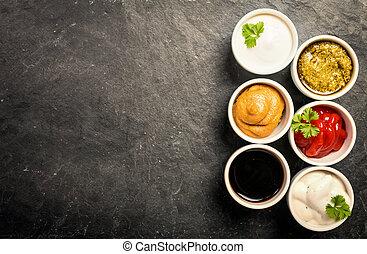 Tazones de varias salsas