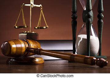 ¡Tema de la ley, mazo de juez!
