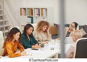 teniendo, mujeres, empresa / negocio, cinco, reunión