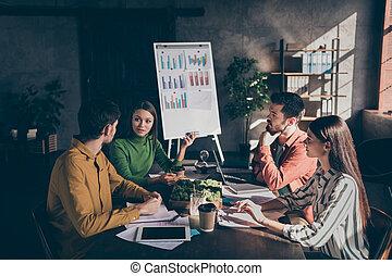 teniendo, sobre, empresa / negocio, confiado, aumento, conversación, discutir, serio, tenencia, diferente, foto, ganancia, equipo, posibilidades, maneras, fuentes, su
