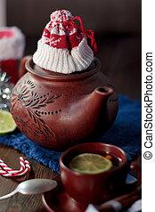 Tetera de Navidad con el sombrero rojo de Papá Noel.