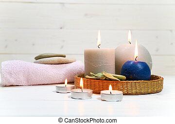 toalla, velas, piedras