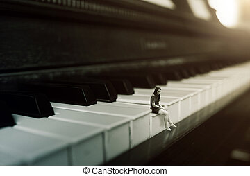 Tocando el piano solo