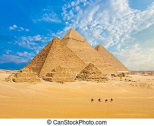 Todas las pirámides de Egipto andan en ángulo amplio
