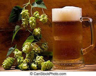Todavía la vida con jarra de cerveza