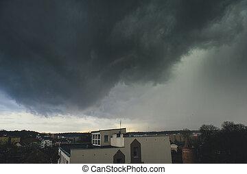 tormenta, encima, ciudad, nubes oscuras