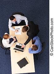 Tormentas cerebrales, cuatro empresarios reunidos