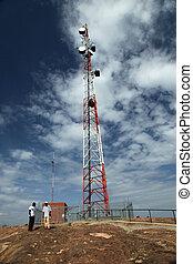 Torre de señales de teléfono celular - abela rock, uganda, África