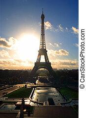 Torre Eiffel, amanecer