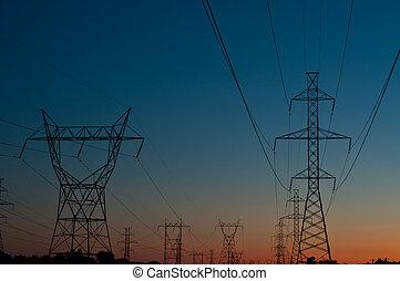 Torre eléctrica al atardecer