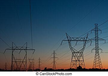 Torres eléctricas al atardecer