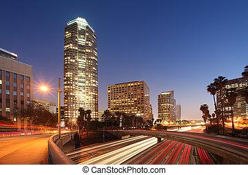 Tráfico de autopistas en el centro de Los Ángeles