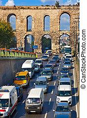 Tráfico de coches en Istanbul Turkey