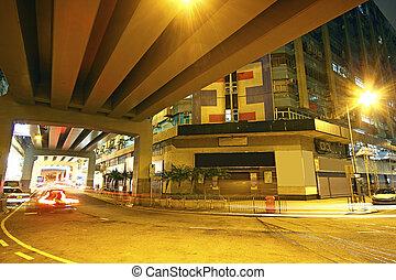 Tráfico en el centro por la noche, Hong Kong
