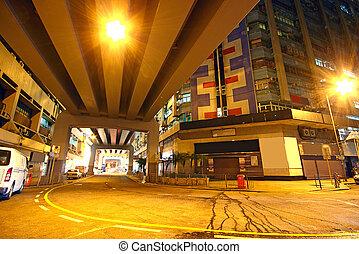 Tráfico en el centro por la noche, Hongkong
