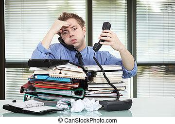 trabajó demasiado, trabajador, oficina