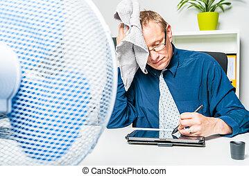 trabaja, hombre de negocios, día, caliente, suda, oficina