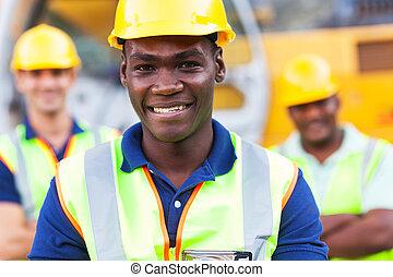 Trabajador de construcción afroamericano