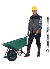 Trabajador de construcción con carretilla