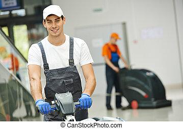 Trabajador de limpieza masculino